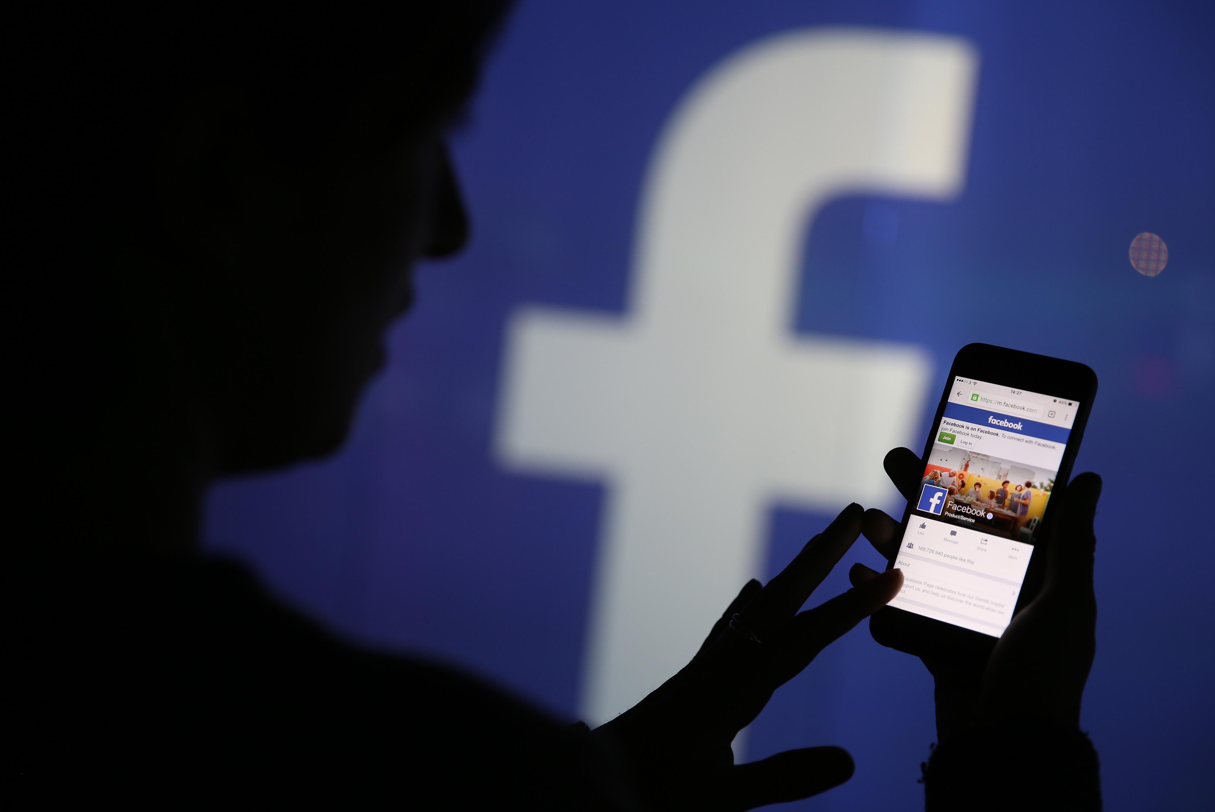 Facebook: chi ascolta le conversazioni Messenger?